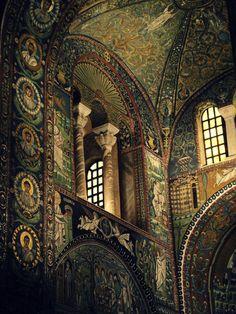 La basilique Saint-Vital est une basilique italienne datant du VIᵉ siècle, située à Ravenne, en Émilie-Romagne. C'est l'un des monuments les plus représentatifs de l'architecture et de l'art byzantins en Europe occidentale