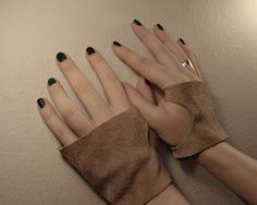 Unisex light brown leather short fingerless gloves