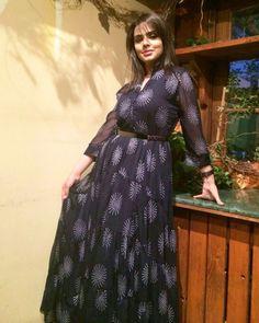 لإعلامية البحرينية هيا القاسم ترتدي من تشكيلة ريفا لهذا الصيف Heya Al Qasim , Famous Bahraini TV Presenter wearing on an amazing dress from Riva  Summer Collection