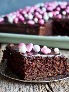 Digg sjokoladekake i langpanne Danish, Desserts, Food, Baking Soda, Tailgate Desserts, Deserts, Danish Pastries, Essen, Postres