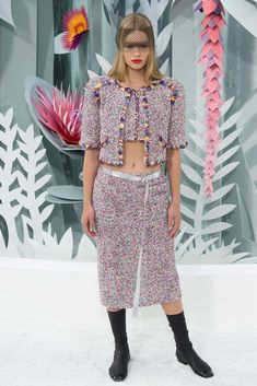 See the complete Chanel Spring 2015 Couture collection.