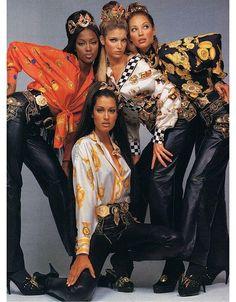 Naomi Champbell, Stephanie Seymour, Christy Turlington et Yasmeen Ghauri dans la campagne Gianni Versace automne-hiver 1992