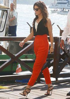 Outfit + hair   Sandra Bullock