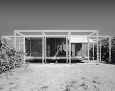 A vintage photograph of the house. Photo © ESTO courtesy of Sarasota Modern. Celebrated in its time, Paul Rudolph's Walker Guest House (Sanibel Island, Florida, is a magical modernist. Sarasota School, Yale Architecture, Philip Johnson Glass House, Paul Rudolph, Farnsworth House, Brutalist Buildings, Modernisme, Sanibel Island, Midcentury Modern