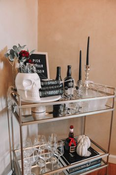 How to design the perfect Halloween bar cart with a few simple tips | Halloween bar cart decor, Halloween bar cart ideas #barcart #halloweendecor Halloween Crafts, Halloween Decorations, Bar Cart Decor, New York Style, Living In New York, Cool Style, Cocktails, Simple, Tips