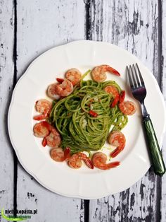 spaghetti z pesto z rukoli i kretkami