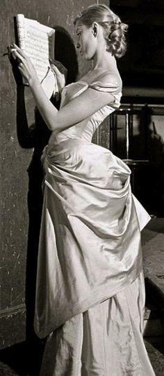 Charles James gown photo Eliot Elisofon 1950