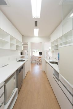 clean looking OR workroom, nice  under cabinet space for machines and elegant smooth sink edgesYokoi Dental Clinic,© Keisuke Nakagami