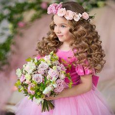 Вчера так активно обсуждали с героями майские съемки, что сегодня всю ночь снились цветущие сады!!!🌸🌿🌸 Скорее бы! А пока обрабатываю своих девочек красавиц! До чего же чудесные, каждая из них! Платье от @romanovsdresses