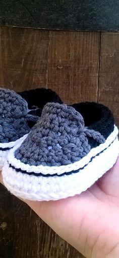 Vans style baby sneakers by Showroomcrochet. #baby #sneakers #crochet