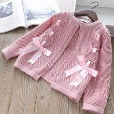 New Ideas Crochet Jacket Sweater Baby Cardigan Baby Cardigan, Cardigan Bebe, Baby Pullover, Knitting For Kids, Baby Knitting Patterns, Baby Patterns, Winter Outfits For Girls, Baby Outfits, Kids Outfits