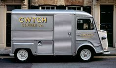 Another pic of the CWTCH Coffee Co truck - I just adore this Citroen H mobile coffee van. Citroen Type H, Citroen H Van, Mobile Cafe, Mobile Shop, Coffee To Go, Coffee Cup, Coffee Creamer, Starbucks Coffee, Coffee Drinks