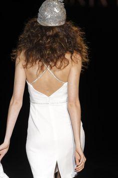 Sonia Peña vestidos de fiesta 2015 color blanco. Disponible en www.boutiqueclara.com