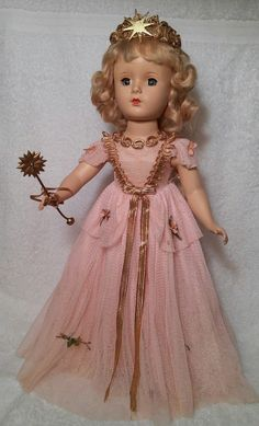 """All original Madame Alexander Fairy Queen, circa The bodice & neckline are adorned w/ thick gold braid that matches her crown. At her waist is a tied gold """"belt"""" of thinner gold metallic braid. Vintage Madame Alexander Dolls, Fairy Queen, Plastic Doll, Ageless Beauty, Old Dolls, Beautiful Redhead, Doll Maker, Pretty Dolls, Vintage Dolls"""