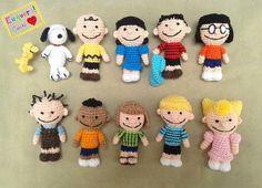 Snoopy e turma em crochê Woodstock, Snoopy, Charlie brown - Peanuts (Minduim), Lucy, Linus, Marcie, Pig Pen (Chiqueirinho), Franklin, Peppermint Patty (Patty Pimentinha), Schroeder e Sally
