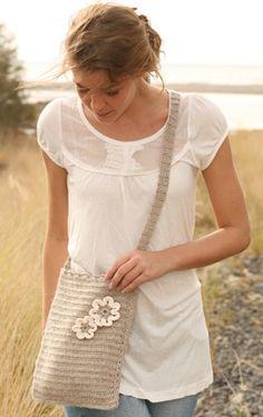 Hækl en fin taske med blomsterpynt - fra Garnstudio