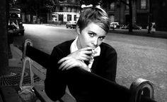 Durante a passagem dos anos 50 para os 60, um grupo de jovens críticos franceses da revista Cahiers du Cinema (Cadernos de Cinema) resolveram romper com as tradições consolidadas pelo cinema clássico