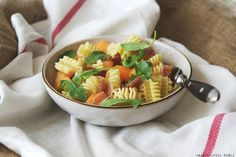 Pasta with melon and smoked ham