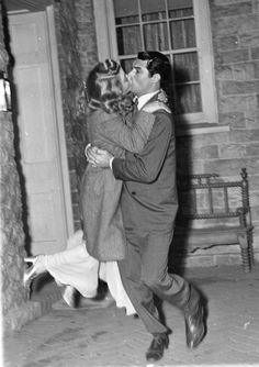 Priscilla Lane and Cary Grant in Arsenic and Old Lace (1944)