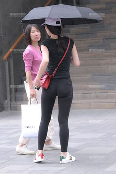 Tops For Leggings, Tight Leggings, Leggings Are Not Pants, Jeans Pants, Yoga Pants, Beautiful Asian Girls, Beautiful Women, Camila Giorgi, Asian Street Style