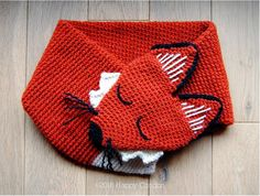 CROCHET PATTERN  Sleepy fox neck warmer. Easy and funny crochet tutorial pattern to create an original fox neck warmer for children and adult.