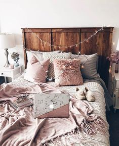 bedroom decor ideas for teens; Small and warm cozy bedroom ideas; Pink and grey bedroom;Minimalist home design. Dream Rooms, Dream Bedroom, Home Decor Bedroom, Pretty Bedroom, White Bedroom, Modern Bedroom, Stylish Bedroom, Bedroom Wall, Bedroom Ideas For Small Rooms Cozy