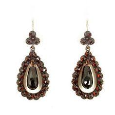 Vintage garnet drippy earrings w/14ct gold wire|| ГРАНАТ by OldEuropeJewelry on Etsy https://www.etsy.com/listing/226922629/vintage-garnet-drippy-earrings-w14ct
