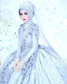 wedding makeup hijab New arabic bridal makeup wedding make up Ideas Muslimah Wedding Dress, Muslim Wedding Dresses, Hijab Bride, Muslim Brides, Muslim Dress, Wedding Gowns, Sabyasachi Lehenga Bridal, Wedding Hijab Styles, Hijab Gown