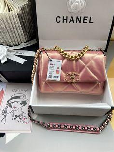 Luxury Purses, Luxury Bags, Sacs Design, Best Bags, Cute Purses, Womens Purses, Chanel Boy Bag, Luggage Bags, Purses And Handbags