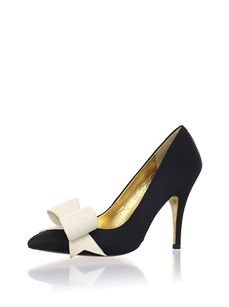My favorite pair of shoes! The bow on these Ted Baker shoes has just the right proportion. Bling Shoes, Fancy Shoes, Shoes Heels Boots, Me Too Shoes, Ted Baker Heels, Baker Shoes, Shoe Cupboard, Bridesmaid Shoes, Shoe Clips