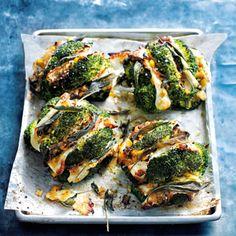 Rezept von Donna Hay: Brokkoli mit Halloumi, Salbei und karamellisiertem Lauch