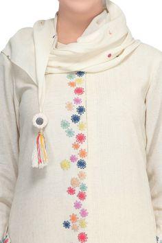Off White Kurta with Block Printed Pallazo - DevnaagriBuy Off-white khadi a-line kurta set by Devnaagri at Aza FashionsThis set features an off white A-line kurta. Embroidery On Kurtis, Kurti Embroidery Design, Hand Embroidery Dress, Embroidery Neck Designs, Hand Embroidery Videos, Embroidery On Clothes, Simple Embroidery, Embroidered Clothes, Embroidery Fashion