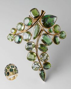 Belperron Tourmaline and Peridot brooch and ring. Part of a larger parure, including earrings and a bracelet. High Jewelry, Modern Jewelry, Vintage Jewelry, Jewelry Accessories, Jewelry Design, Purple Jewelry, Antique Jewellery, Moon Necklace, Ring Verlobung