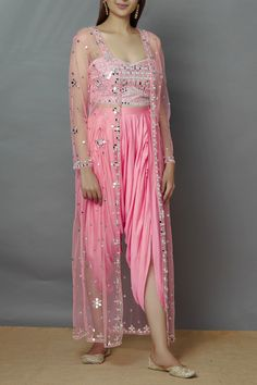 Indian Fashion Designers, Ethnic Wear Designer, Indian Designer Outfits, Stylish Blouse Design, Stylish Dress Designs, Girls Fashion Clothes, Fashion Dresses, Velvet Dress Designs, Designer Party Wear Dresses