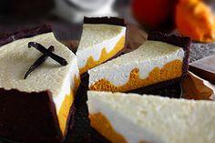 Schwarze Sesam-Tarte mit Kokos-Panna Cotta und Kiwi - Zungenzirkus Parfait, Feta, Panna Cotta, Cheesecake, Food Porn, Dairy, Alcohol, Cupcakes, Desserts