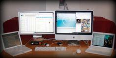 Mi mesa de trabajo en casa.   Original en: http://www.flickr.com/photos/sukiweb/2369203110/