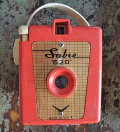 Sabre 620 red bakelite camera (1960s)