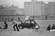 Uliano Lucas, Domenica mattina a Sottomarina (Chioggia), Vintage, 1972 circa Courtesy Archivio Uliano Lucas, Milano / Ca' di Fra', Milano