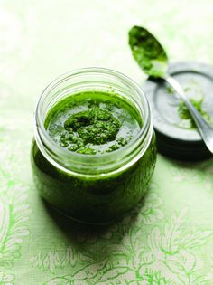 Kevin Dundon shows you how to make a perfect garlic pesto to accompany an array of dishes Coriander Cilantro, Coriander Seeds, Kevin Dundon Recipes, Healthy Cooking, Cooking Tips, Wild Garlic Pesto, Cooking Sauces, Pesto Recipe, Irish Recipes