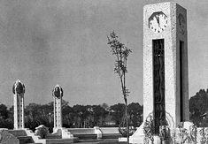 Columna radio-reloj en el parque San Martín (Parque México) en 1928.