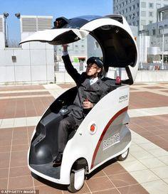 La compañía Hitachi ha puesto en circulación en las aceras japonesas un vehículo personal autómata con el fin de ayudar a personas con discapacidades físicas y ancianos.