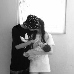 Scene Couples, Kpop Couples, Cute Asian Babies, Korean Babies, Ulzzang Kids, Ulzzang Couple, Korean Couple, Cute Family, Family Goals