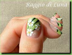 Diagonal green manicure by tamra Green Nail Art, Green Nails, French Nail Art, French Tip Nails, Cute Nails, Pretty Nails, Pretty Eyes, Flower Nail Art, Art Flowers