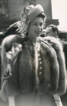 Princess Elizabeth (Queen Elizabeth II) arrives at Queen Elizabeth Hospital for Children in Hackney, *East London English Turkish Muslim woman visiting Sydney,Australia. Windsor, Jackie Kennedy, Princesa Anne, Reign, Young Queen Elizabeth, Queen Victoria Young, Prinz Philip, Die Queen, Reine Victoria