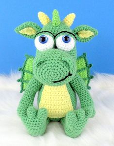 dragon amigurumi, dragon crochet, dragon crochet pattern, dragon crochet toy, dragon amigurumi doll Crochet Toys, Free Crochet, Crochet Game, Medieval Series, Harry Potter Dragon, Game Of Thrones Dragons, Crochet Dragon, Dragon Pattern, Amigurumi Doll