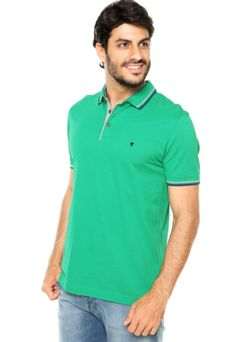Camisa Polo VR Esporte Verde com logo metalizado da marca e fecho por botão. Modelagem reta, gola esporte e mangas curtas.Confeccionada em malha, 100% algodãoMedidas: Ombro: 15cm/ Manga: 26cm/ Tórax: 114cm/ Comprimento: 76cm. Tamanho: M. Medidas do Modelo: Altura: 1,83m / Tórax: 99cm / Manequim: 40.