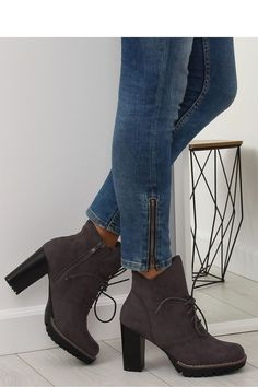 03182aecb03 13 κορυφαίες εικόνες με Μπότες | Bootie boots, Casual shorts και Low ...