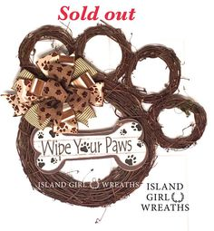 This paw shape grapevine wreath is about 20 in length and about 20 wide by the toes. This wreath is made using different sizes grapevine wreaths, a mu. Dog Crafts, Animal Crafts, Kids Crafts, Diy And Crafts, Craft Projects, Pet Craft, Dog Wreath, Grapevine Wreath, How To Make Wreaths