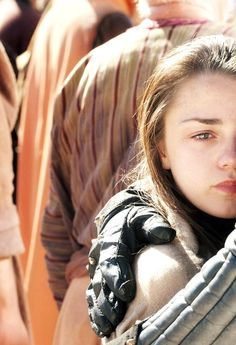 Arya Stark - Game of thrones Game Of Thrones Sansa, Game Of Thrones Dragons, Got Stark, Arya Stark, Daenerys And Jon, Best Young Actors, I Love Games, Iron Throne, Hbo Series