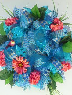 Deco Mesh Wreath,Turquoise Metallic Deco Mesh, by sylvia Deco Mesh Crafts, Wreath Crafts, Burlap Wreath, Wreath Ideas, Deco Mesh Wreaths, Flower Wreaths, Turquoise Wreath, Summer Deco, Diy Spring Wreath